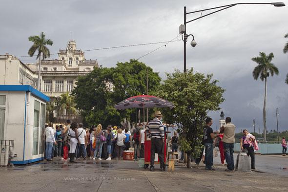 Küba, Havana, İspanya Konsolosluğu önü - hakkiceylan.com